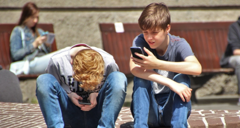 The internet and young people's wellbeing   Minddistrict blog